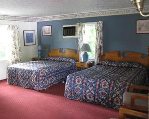 Two Queen Beds Photo 3