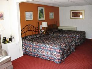Two Queen Beds Photo 7